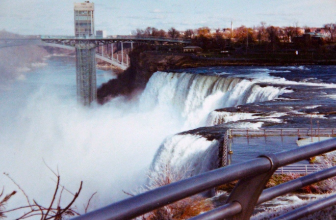 Niagara Falls Roaring