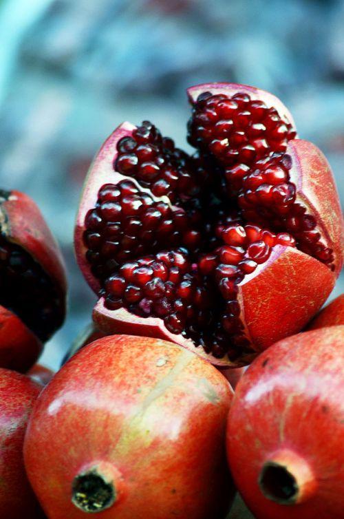 640px-Pomegranate_DSW