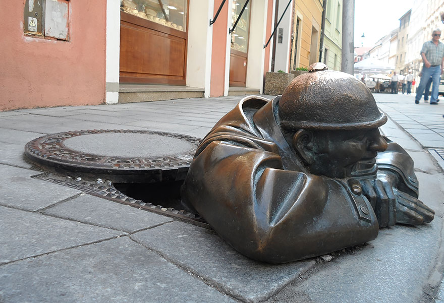 """By david Černý """"the monument of an anyonymous passerby"""