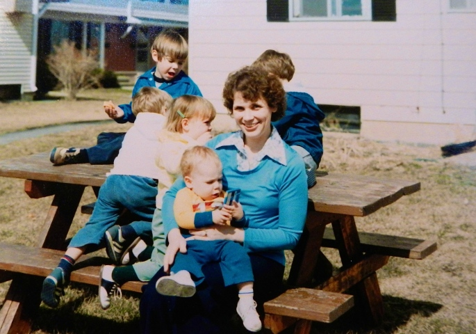 1981 Sue Valk+Kids