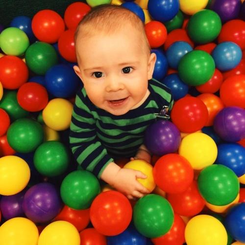Baby in Balls
