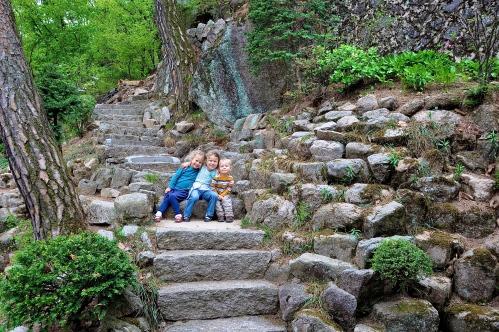 Children on stone stairway at Bukhansan