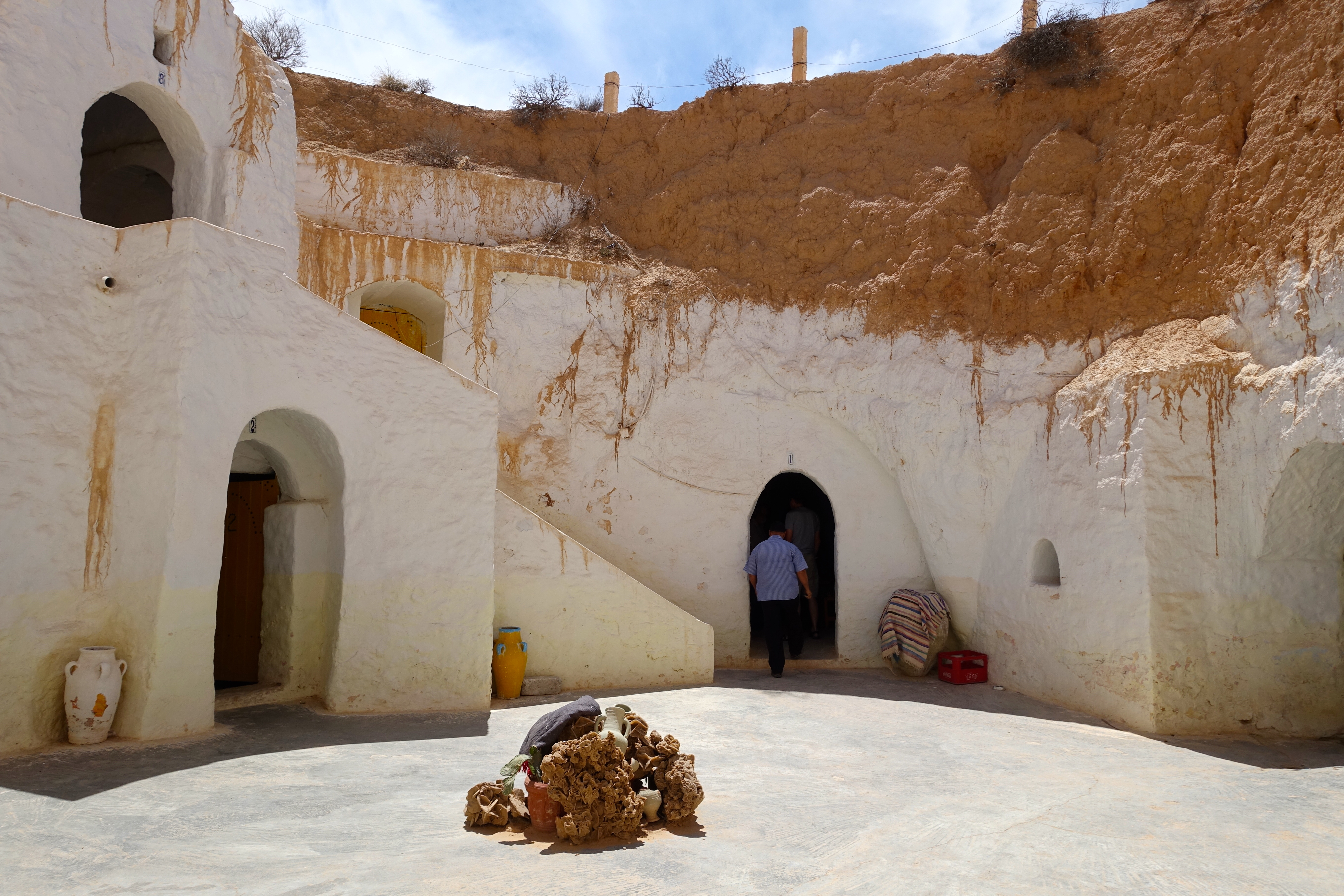 Homes built in the rocks in tunisia star wars movie site for Cost to build a house in little rock