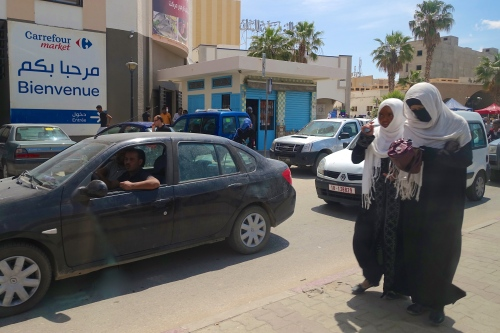 Women very well covered in Tunisia