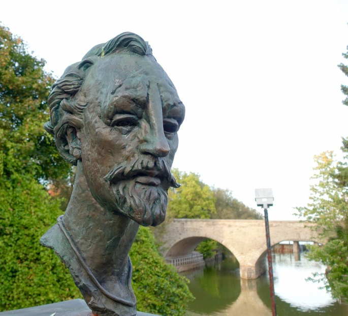 Bust of Shakespeare along Avon River