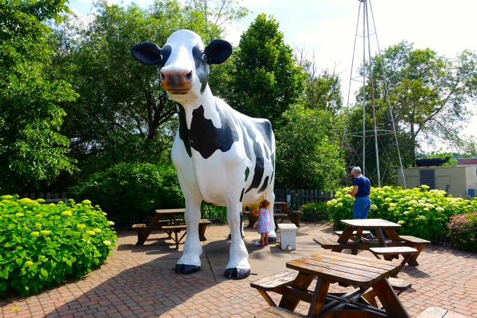 Giant Cow at Jilbert's Dairy