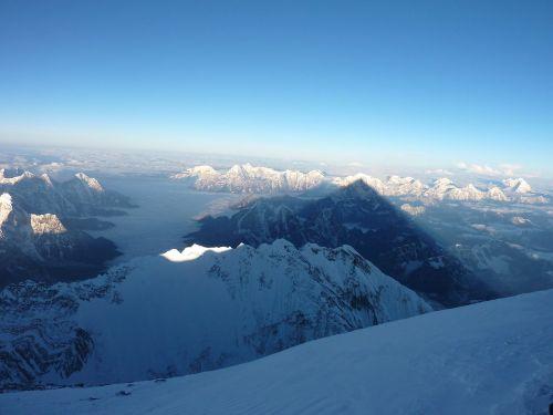 Amanecer_desde_la_cima_del_Everest_por_Carlos_Pauner. WikiJPG