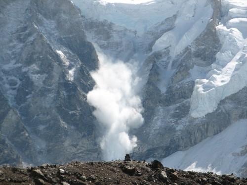 Avalanche_on_Everest Ilan Adler. 2006 Wiki