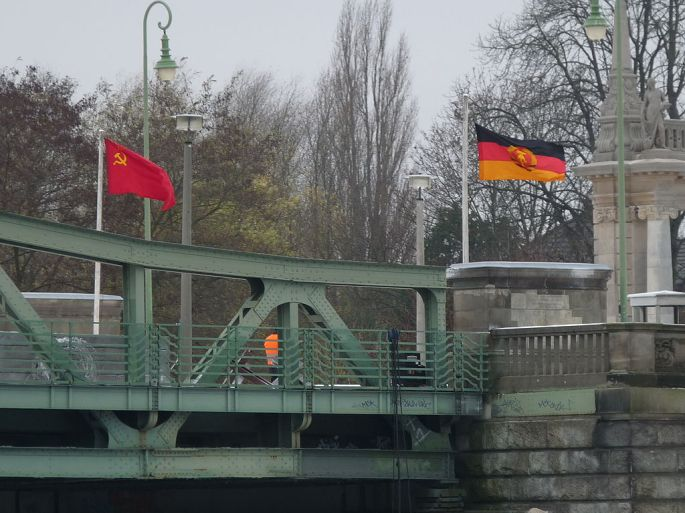 Glienicke Bridge in Potsdam:Berlin by Biberbaer. Wiki