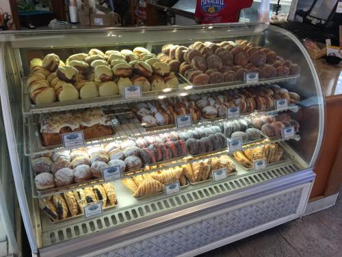 Punalu'u Bakery. Jim H Great malasadas