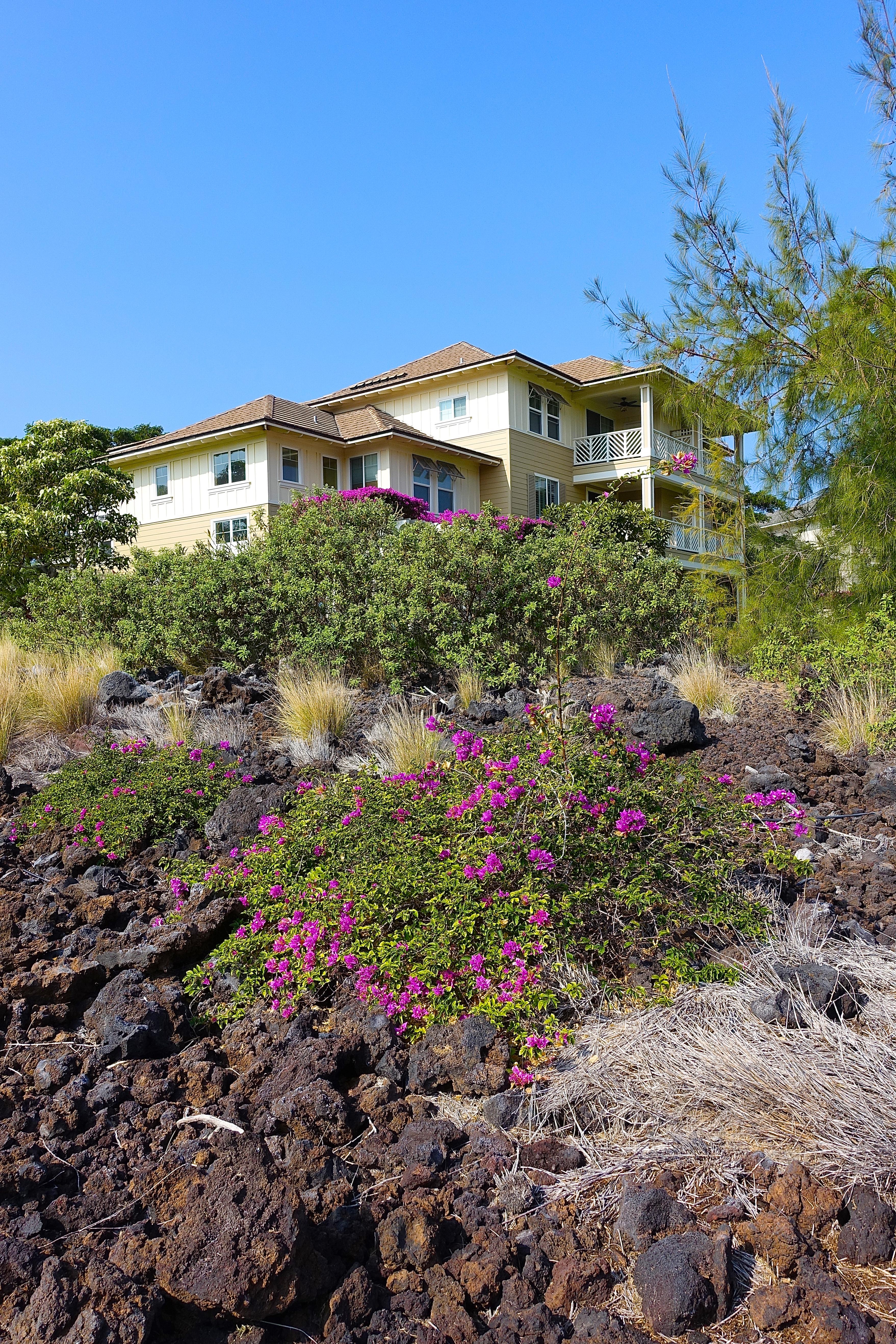 Homes along trail to Waikoloa Petroglyph Fields