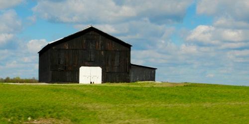 Black and White Barn. Kentucky Hills