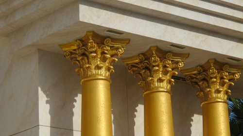 Gold-plated pillars and sockets