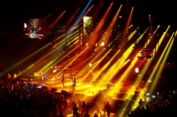Hillsong Outcry Singing