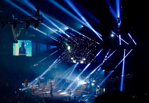 Hillsong Outcry We lift you higher