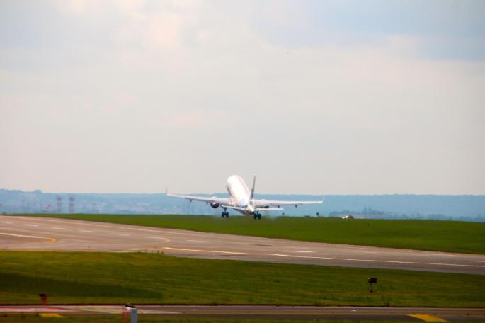 Jet leaving de Gaulle