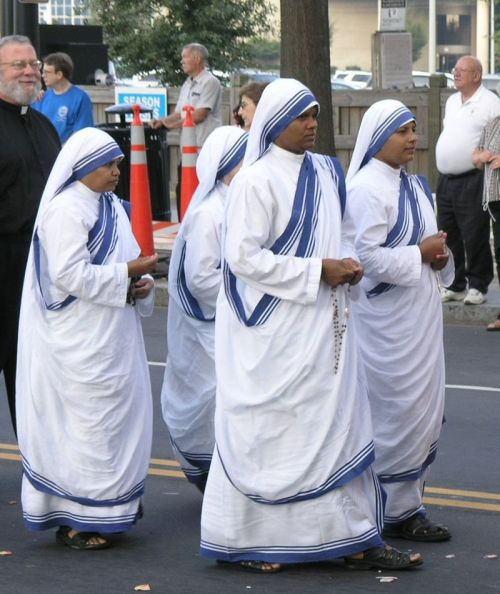 Missionaries of Charity by Fennec. Wiki Public Domain