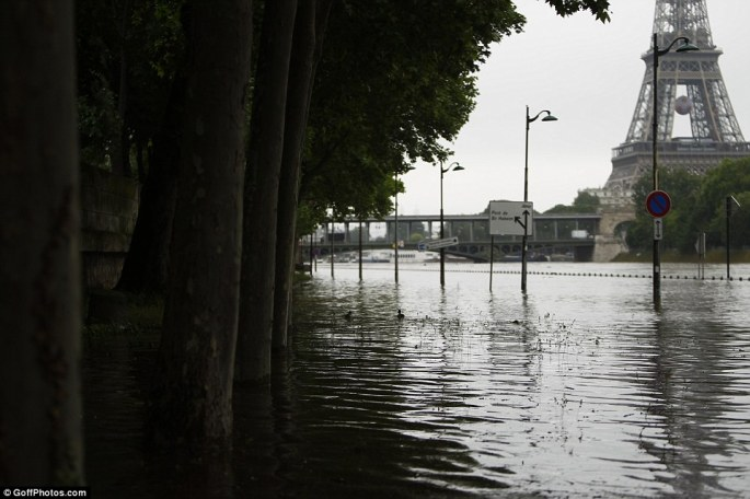 Daily Mail photo of River Seine Flooding