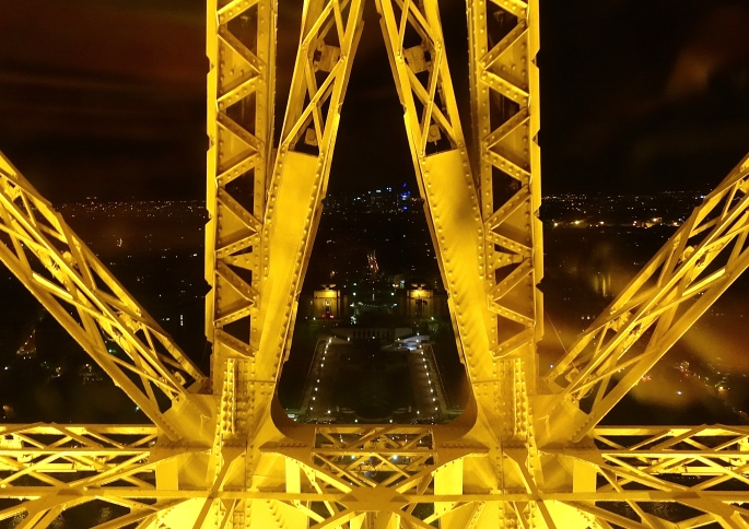 Descending the Eiffel Tower 1