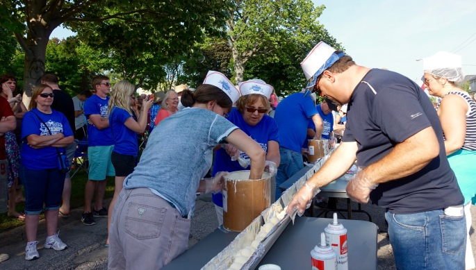 Ice cream scoops had to touch at Ludington's World's Largest Sundae Attempt