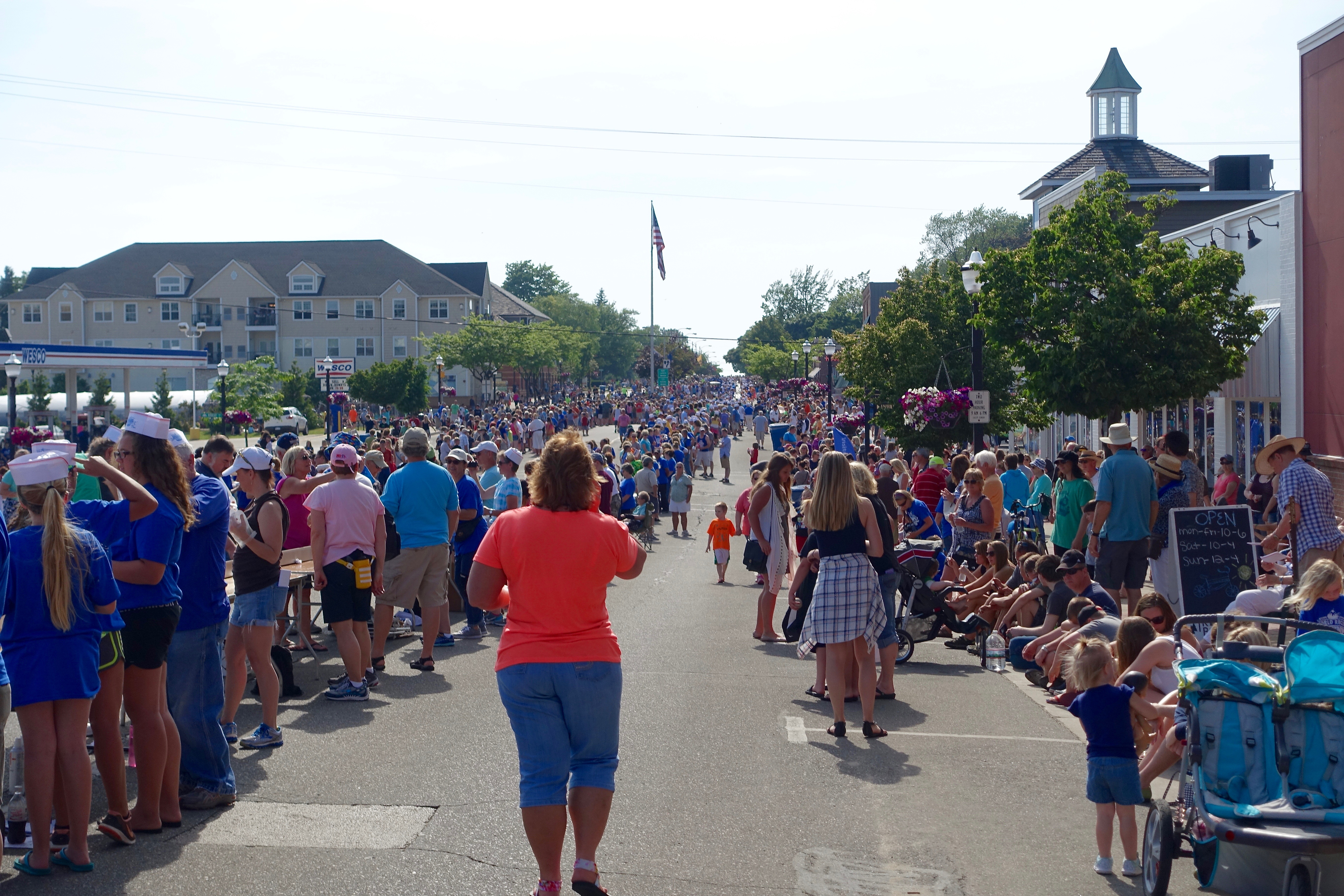 Streets lined at Ludington's World's Largest Sundae Attempt