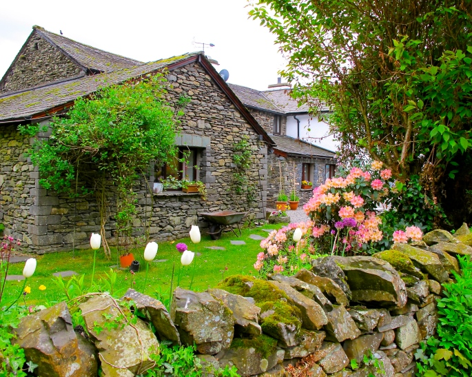beatrix-potters-home-hill-top-lake-district-england
