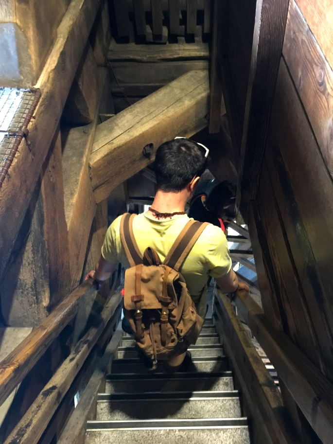 climbing-down-stairs-in-notre-dame-tower