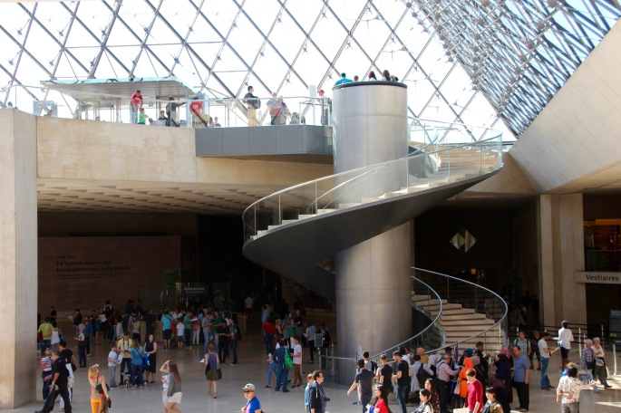 foyer-of-the-louvre-museum-paris
