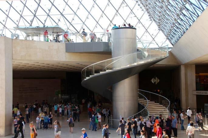 foyer-of-the-louvre-museum-paris