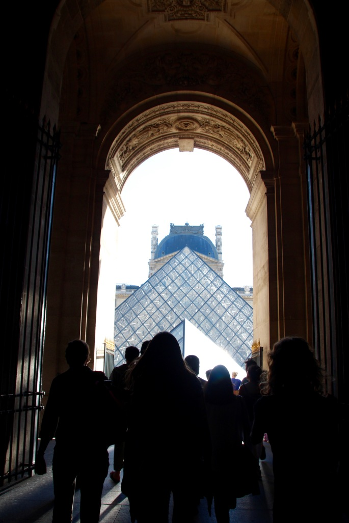 passageway-to-louvre-museum-courtyard