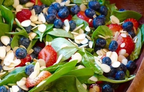 spinach-salad-with-blueberries-strawberries-and-almonds