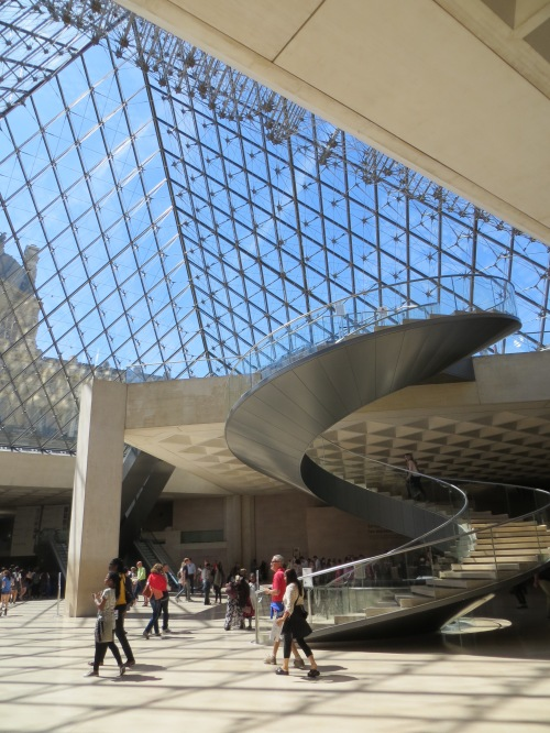 spiral-staircase-in-atrium-of-louvre