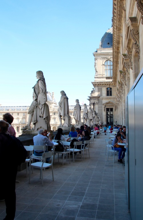 statuary-on-balcony-cafe-at-the-louvre