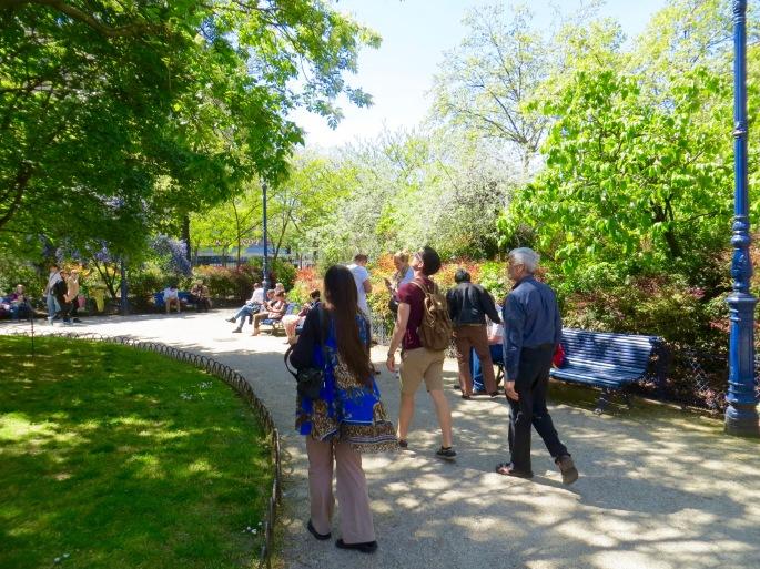 strolling-in-paris-springtime