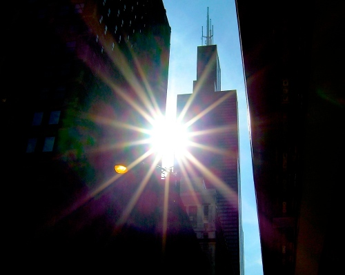 sun-between-buildings-in-chicago