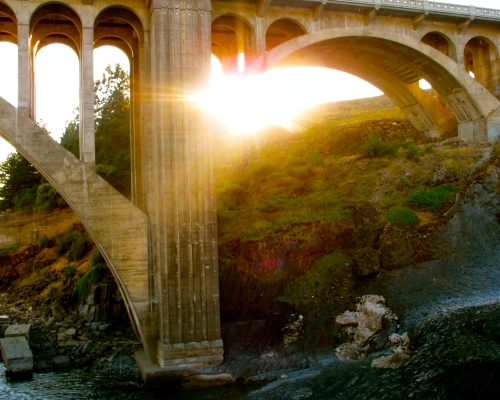 sunset-behind-monroe-street-bridge-in-spokane-wa