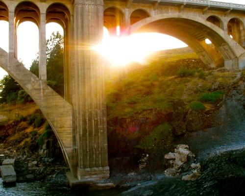 sunset-behind-monroe-street-bridge-in-spokane-wa