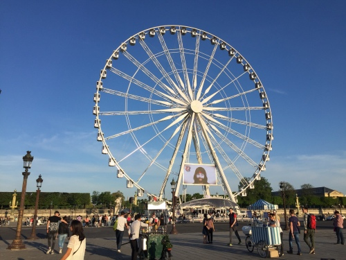 the-roue-de-paris-at-the-place-de-la-concorde-in-paris