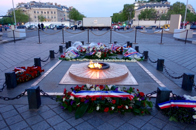tomb-of-the-unknown-soldier-by-the-arch-of-triumph