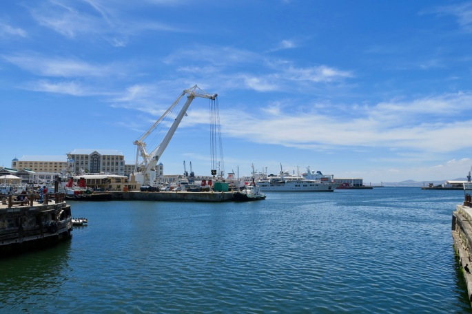 bustling-harbor-of-cape-town-in-table-bay