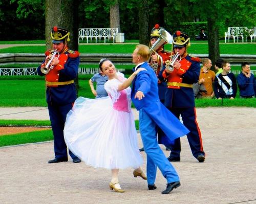 dancing-at-peterhoff-palace-russia