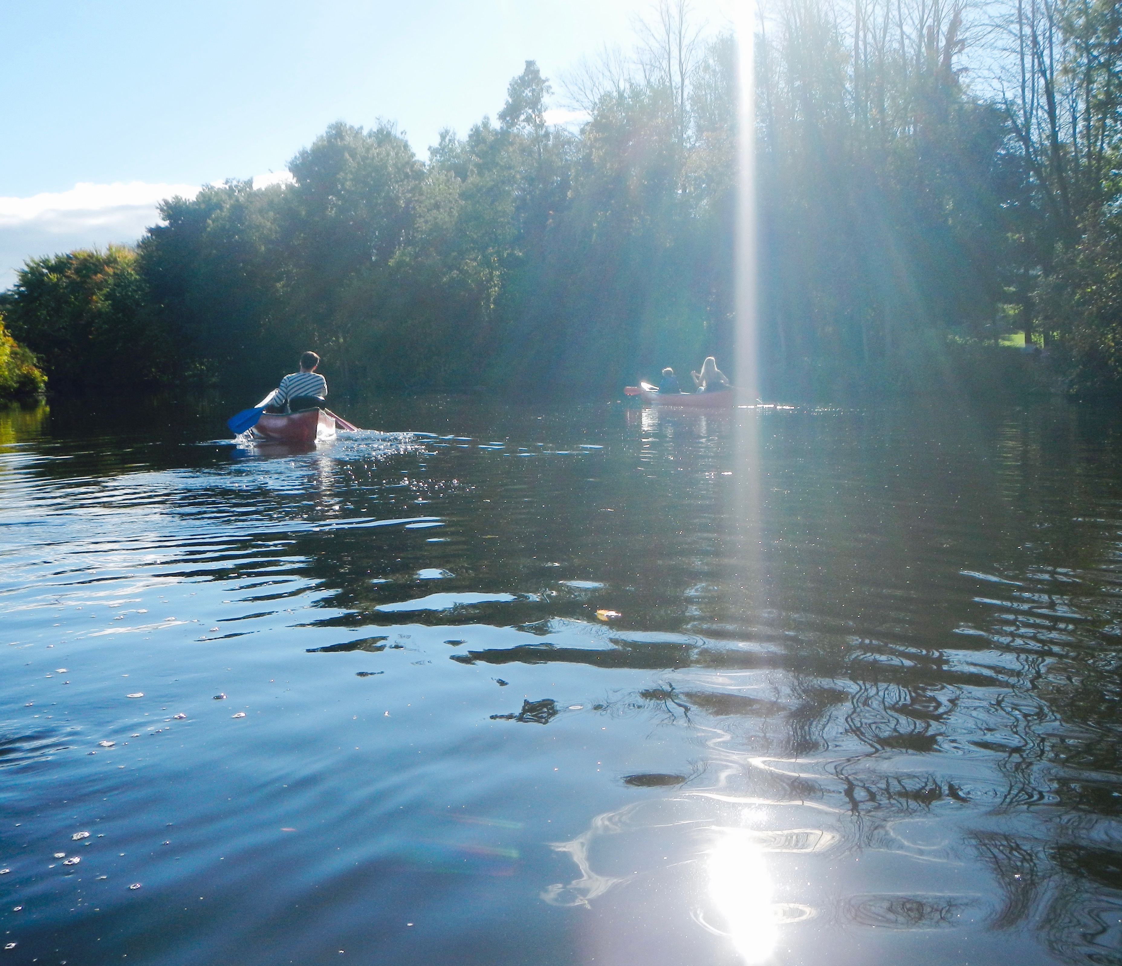 sunshine-streaming-down-on-canoeists-on-rogue-river