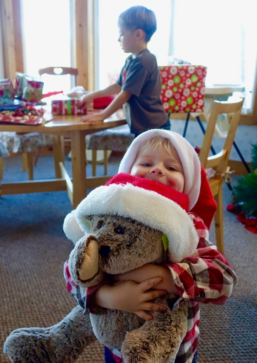 2015-christmas-little-boy-and-big-bear