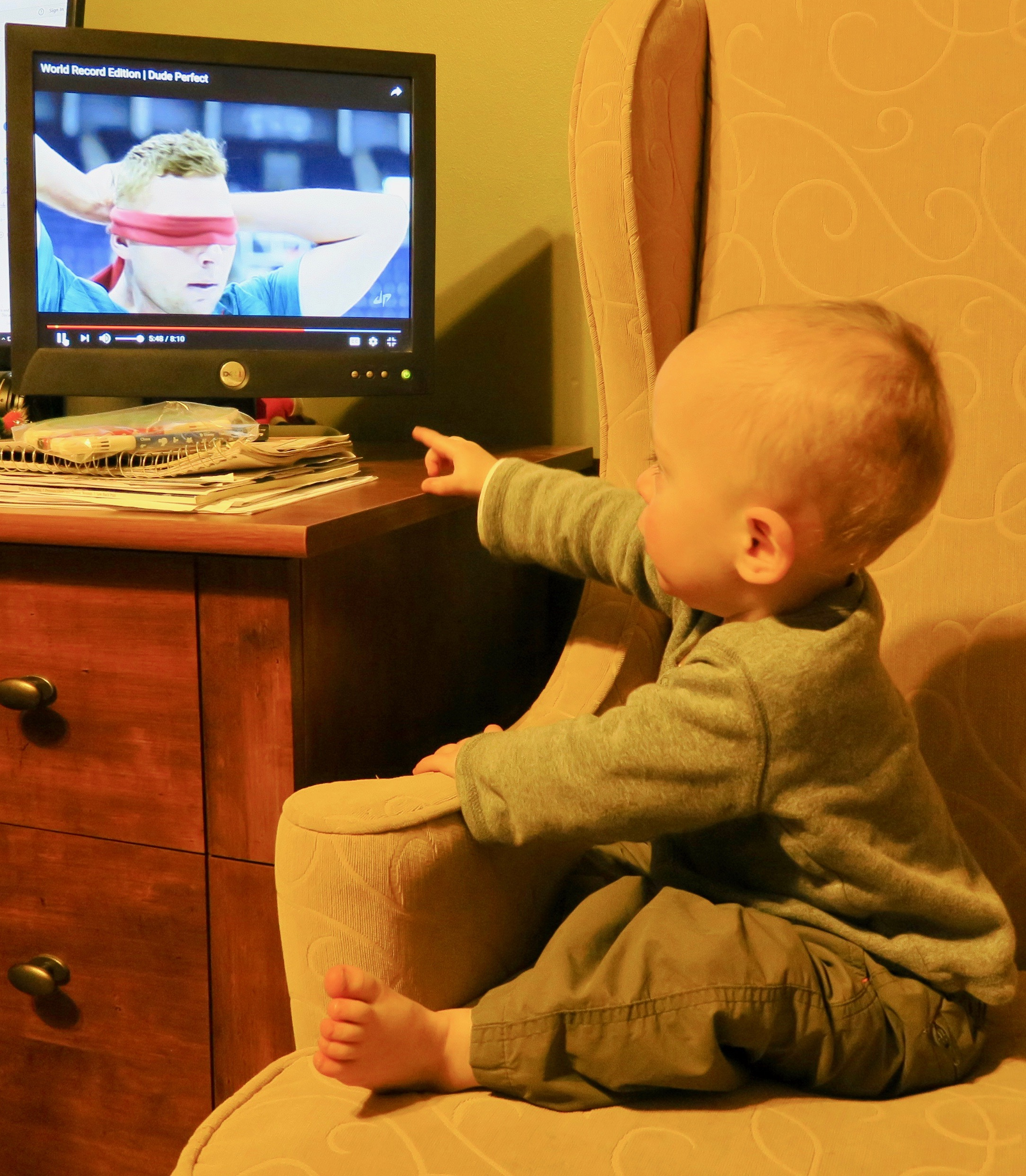 baby-watching-youtube-dude-perfect