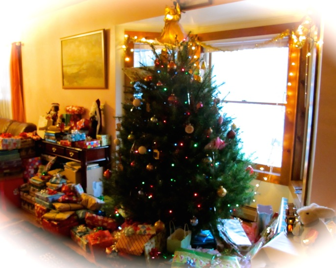 christmas-tree-and-gifts