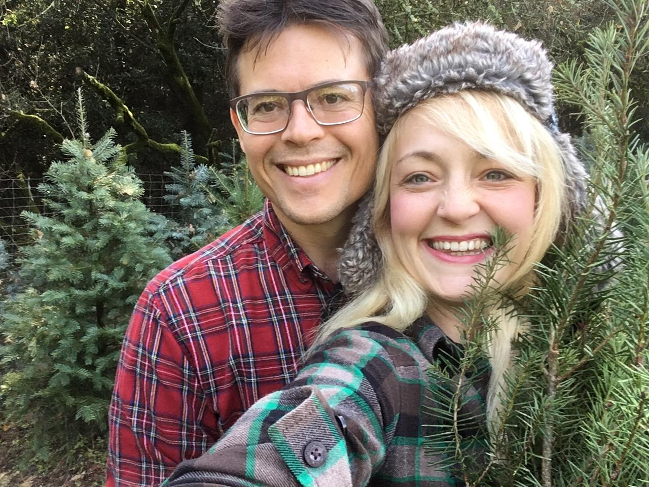 couple-searching-for-christmas-tree