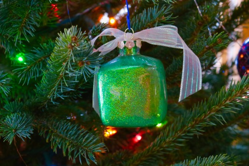 gift-shaped-christmas-ornament