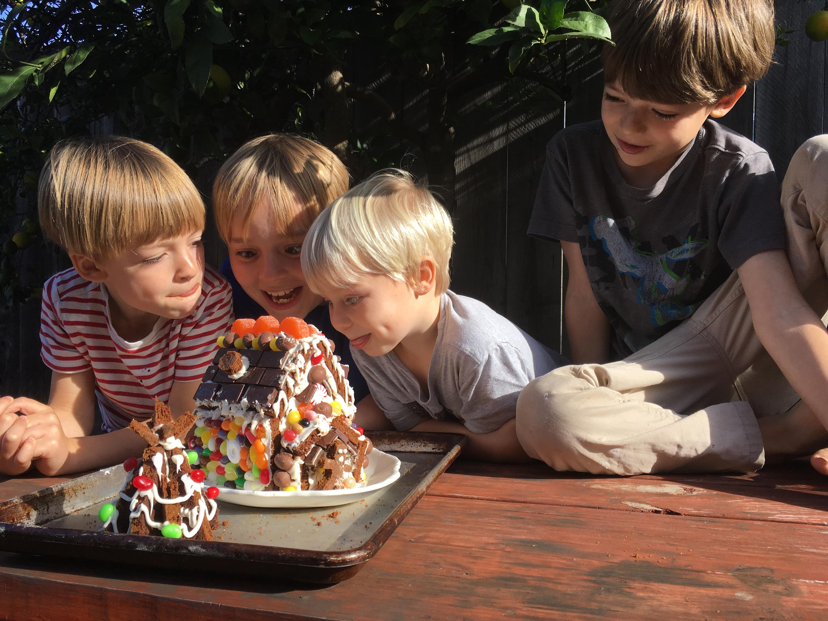 gingerbread-house-and-eager-eaters
