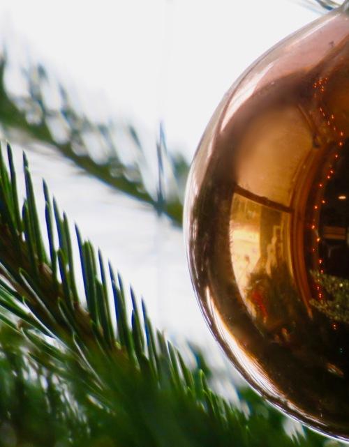 golden-edge-of-christmas-bulb