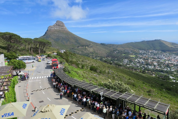lions-head-and-long-lines-at-table-mountain